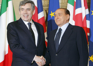 Gordon Brown e Silvio Berlusconi (Ansa)