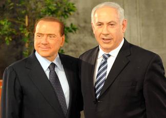 Silvio Berlusconi e Benjamin Netanyahu (Infophoto)