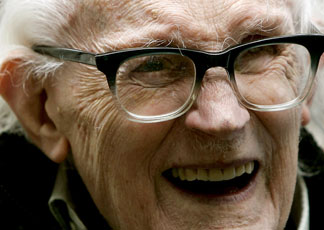 Michael Foot,  storico leader del Labour party (REUTERS/Mike Finn-Kelcey)