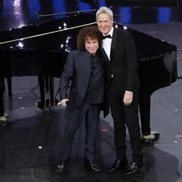 Sanremo riparte da Baglioni: duetti con Mannoia e Cocciante, sorpresa Baudo