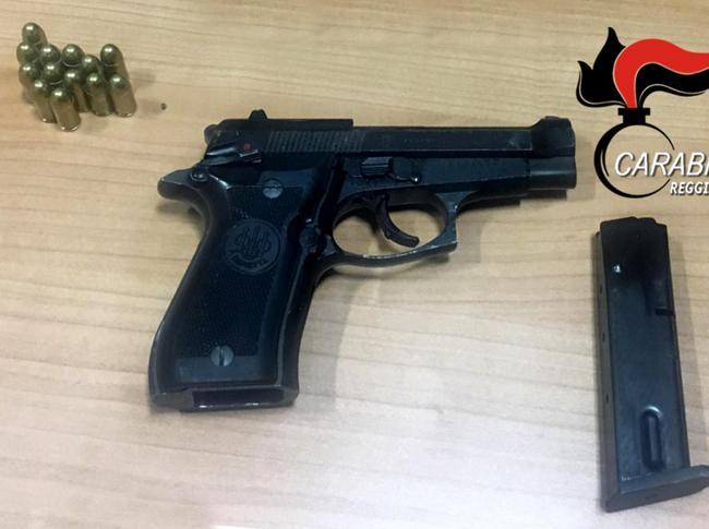 La pistola pistola semiautomatica di cui ha tentato di disfarsi Pesce
