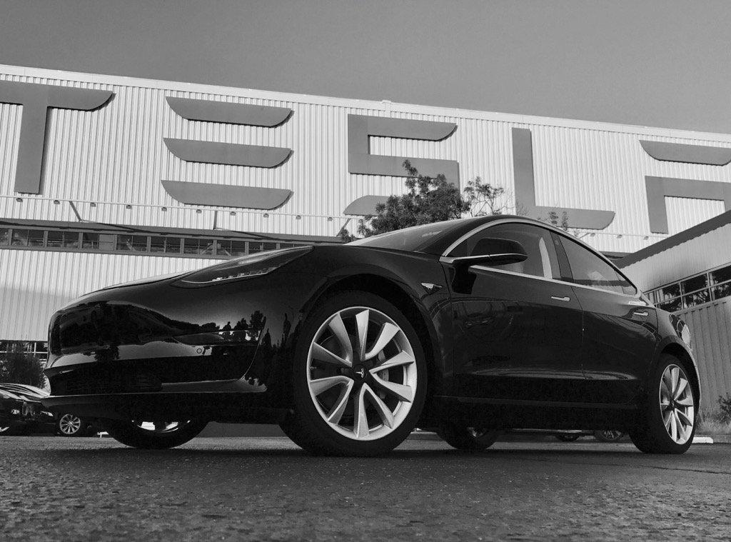 Tesla, in attesa del Suv compatto ecco la Model Y
