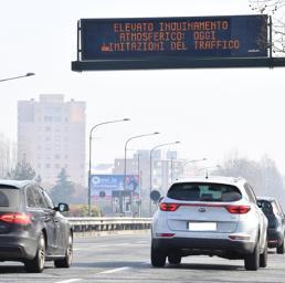 Blocchi del traffico, le case anticipano i nuovi limiti Euro 6