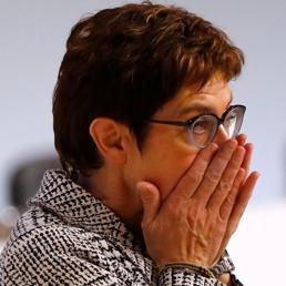 Chi è Annegret Kramp-Karrenbauer, «mini-Merkel» nuovo presidente Cdu