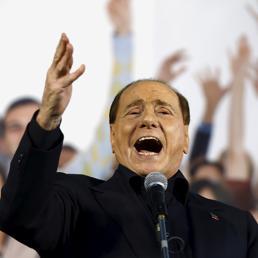 Berlusconi, perchéin Europa è più vicino ai «comunisti»  che alla Lega