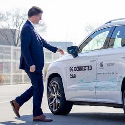 Auto connesse in 5G sulle strade urbane: ecco come funzionano