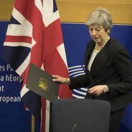 Borse nervose prima del voto Brexit.  Procuratore  Uk frena la sterlina