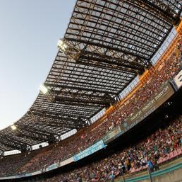 Per i seggiolini dello Stadio San Paolo un mix di colori:blu, azzurro, grigio, bianco e poco giallo