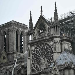 Notre-Dame, da Arnault a Pinault, da L'Oreal a Total è gara di solidarietà per il restauro
