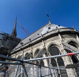 Notre-Dame, frontoni laterali a rischio. Cattedrale chiusa  5-6 anni. Donazioni a quota 900 milioni