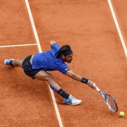 Tennis, Fognini trionfa a Montecarlo: più forte del vento e del mal di gamba
