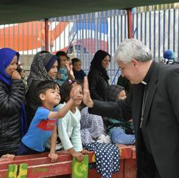"""Dalle docce al circo, """"l'agenda"""" dell'Elemosiniere del Papa per i senza tetto"""