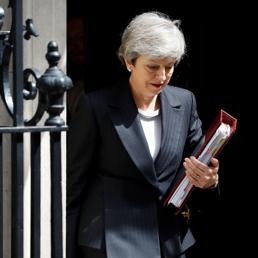 Theresa May isolata su Brexit, fallimento di British Steel: la giornata nera di Londra