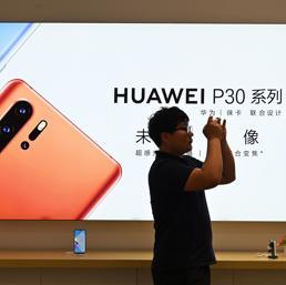 Huawei isolata: dal Regno Unito al Giappone gli operatori rimandano il lancio dei nuovi smartphone