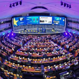 Europarlamento, proiezioni:Popolari e Socialisti in calo ma resta netta maggioranza europeista