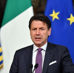 Ultimatum di Conte ai vicepremier: pronto a dimettermi se litigate. Salvini e Di Maio:vogliamo andare avanti