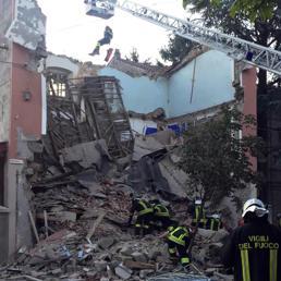 Crolla palazzina a Gorizia, due vittime e un disperso