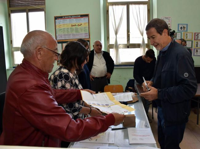 Elezioni in Sicilia, affluenza ai seggi in lieve calo