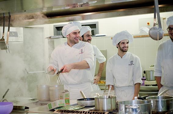 Le Nuove Professioni Del Benessere Dallo Specialista In Cucina Salutista Allo Spa Manager A Perugia I Corsi Firmati Messegue Il Sole 24 Ore