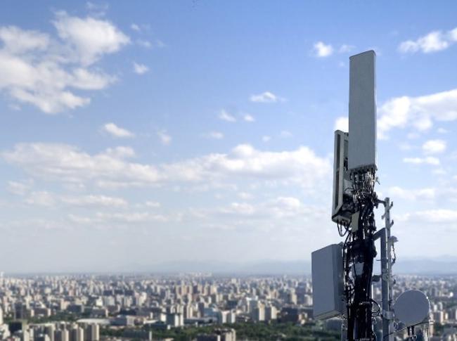 La sperimentazione 5G esce dai laboratori: accesa la prima antenna a Matera